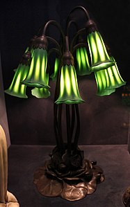 Tiffany studios, lampada giglio a dieci luci, 1910 ca.jpg