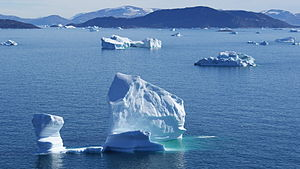 Timilersua Island - Timilersua Island and icebergs of Sugar Loaf Bay