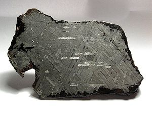 Meteoric iron - Widmanstätten pattern on a 500g endcut from the Toluca iron meteorite