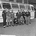 Tour de lAvenir , de renners met hun ploegleider Sjefke Janssen voor de bus, Bestanddeelnr 917-8767.jpg