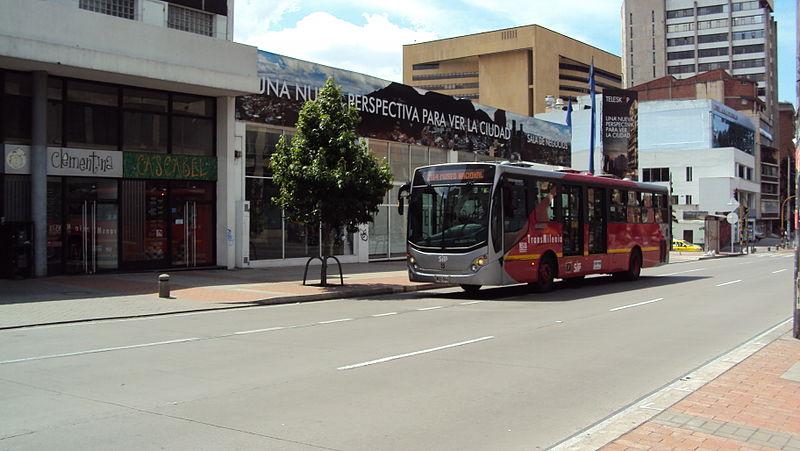 File:Transmilenio - Bus en la Carrera Séptima.JPG