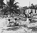 Tropenmuseum Royal Tropical Institute Objectnumber 20007623 Spelende schoolkinderen.jpg