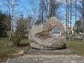 Truskava, akmuo prie kapinių.JPG