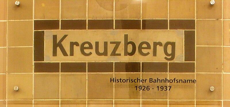 U-Bahnhof Platz der Luftbrücke, Schild