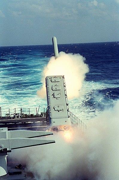 صاروخ توماهوك العابر للقارات 398px-USS_Mississippi_%28CGN-40%29_fires_a_tomahawk_during_Desert_Storm