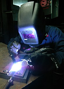 220px-US_Navy_070603-N-8909B-043_Aviation_Structural_Mechanic_2nd_Class_Harold_Macadangdang%2C_performs_a_welding_proficiency_test_aboard_USS_Bonhomme_Richard_%28LHD_6%29_%28BHR%29.jpg