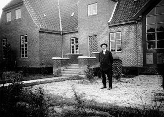 Skagens Museum - Ulrik Plesner in front of Skagens Museum in 1928-29
