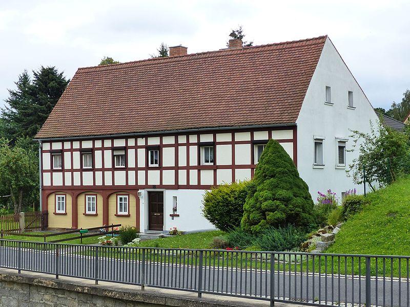 File:Umgebinde Wilhelm-Fröhlich-Weg 4 Bertsdorf.jpg