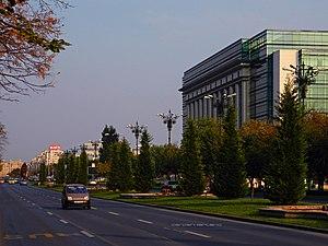 Bulevardul Unirii - On the boulevard