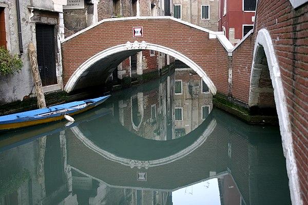 Venice - Ponte del Paradiso.jpg