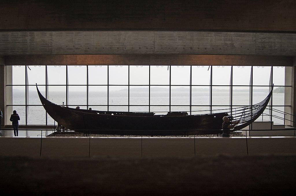 Bateau viking dans le musée qui leur est consacré à Roskilde - Photo de Polyflux