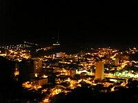 Vista noturna de Ubá.jpg