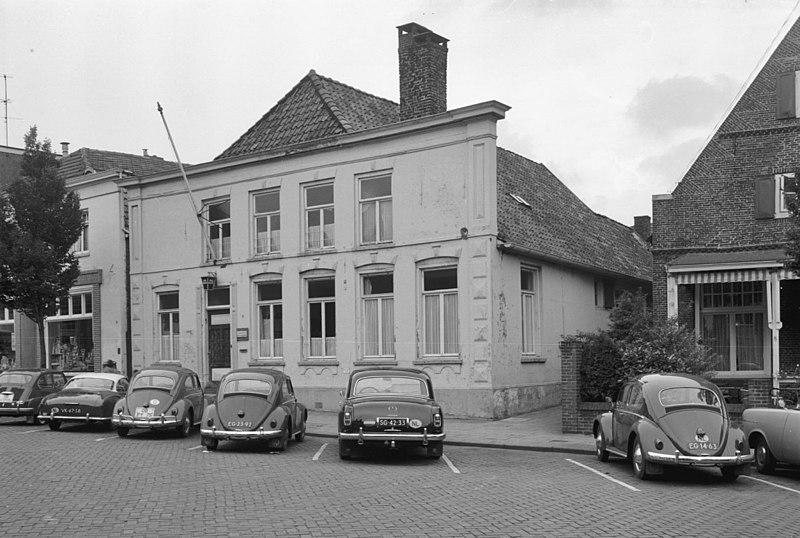 Oud huis onder schilddak en met gepleisterde lijstgevel in aalten monument - Huis verlenging oud huis ...