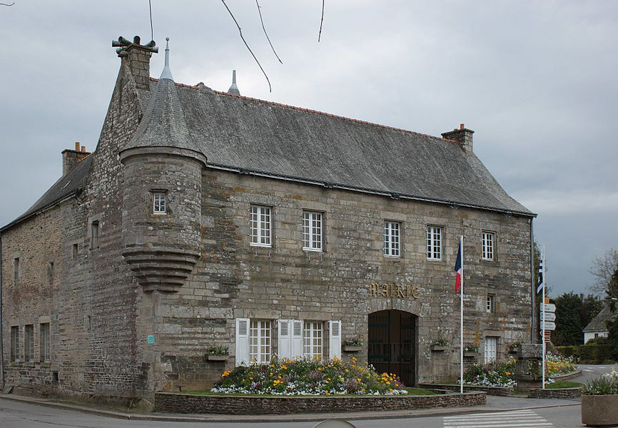 Mairie, ancienne maison-forte, Fr-56-Noyal-Pontivy.