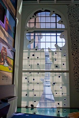 Tree of life (Kabbalah) - Image: WLANL Michele Loves Art Joods Historisch Museum Levensboom glas in lood Eli Content (wit)