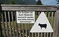 Warnschild, Keine Haftung für Schäden, die durch Weidevieh verursacht werden.jpg