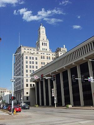 Davenport Bank and Trust - Image: Wells Fargo Bank Davenport, Iowa