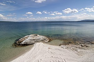Yellowstone Lake vom West Thumb Geyser Basin aus betrachtet