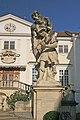 Zámek Vranov nad Dyjí sochy gigantů1.JPG
