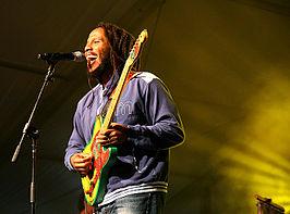 Ziggy Marley tijdens een optreden (2007)