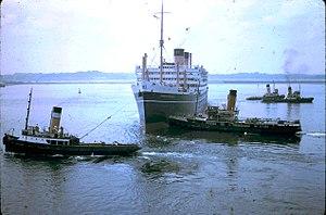 QSMV Dominion Monarch - leaving Southampton, summer 1960