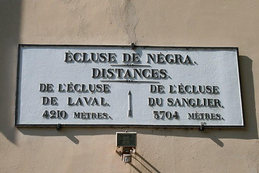 Écluse de Négra - Panneau indicatif des prochaines écluses