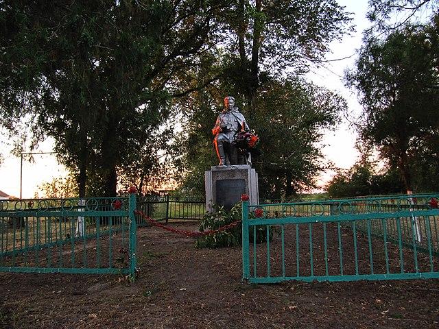 Братська могила у селі Леніна