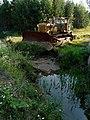 Бульдозер у ручья - panoramio.jpg