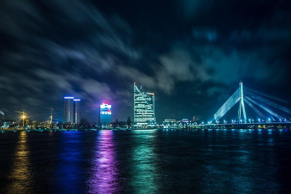 Вантовый мост (Рига) ночью