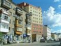 Новый дом в окружении хрущевки и сталинки - panoramio.jpg