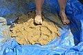 Припремање глине за моделовање благотинских фигурина 02.jpg