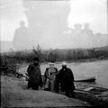 וולפסון דוד נשיא ההסתדרות הציונית ורעיתו עם ליבונטין ז. ד. על שפת הירדן ( 1907-PHG-1002296.png