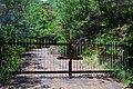 廿日市市八坂付近の鉄門 Iron gate of Yasaka Hatsukaichi - panoramio.jpg