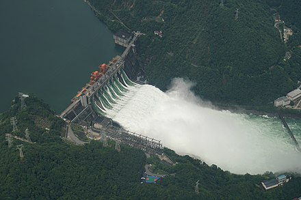 Flood discharging at Xin'an River Dam Xie Hong Zhong De Xin An Jiang Shui Dian Zhan .jpg
