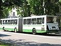 17-й автобус у Реутовского универсама.jpg