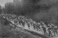 1916- august - Trupe române trecând Carpaţii.PNG