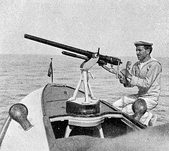 MAS (motorboat) - An Italian sailor manning a quick-firing gun, a 1-pounder (37 mm) Hotchkiss, on a MAS, 1917