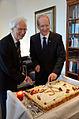 2014-05-12 Zum 50. Geburtstag schneiden Bürgermeister Bernd Strauch (links) und das Geburtstagskind Oberbürgermeister Stefan Schostok die Jubiläumstorte an.jpg