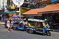 2016 Bangkok, Dystrykt Phra Nakhon, Ulica Khaosan, Tuk-tuki.jpg
