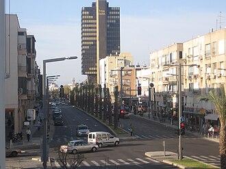 Ibn Gabirol Street - Image: 31.03.09 Tel Aviv 092 Ibn Gvirol north