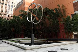 JPMorgan Chase Building (San Francisco) - Parklet at foot of building