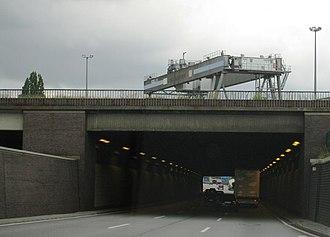 Bundesautobahn 1 - Image: A1 tunnel unter der Eisenbahn Linie geograph.org.uk 7325
