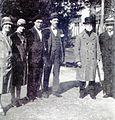 A Coruña 1927 de esq. a der. Jerónima (filla), Elzira (neta), Álvaro Cebreiro, A. Villar Ponte e Bernardino Machado.JPG