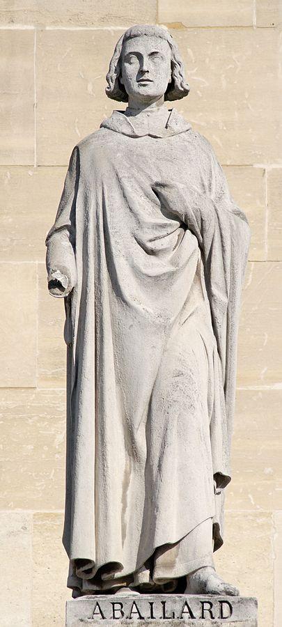 Статуя Пьера Абеляра на здании Луврского дворца в Париже