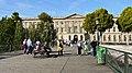 Accès au Palais du Louvre du côté de la Cour Carrée, vu du Pont des Arts.jpg