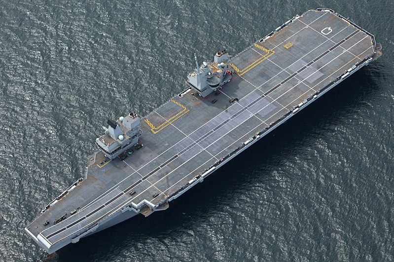 File:Aerial view of HMS Queen Elizabeth (R08) off Scotland on 28 June 2017 (4516752).jpg