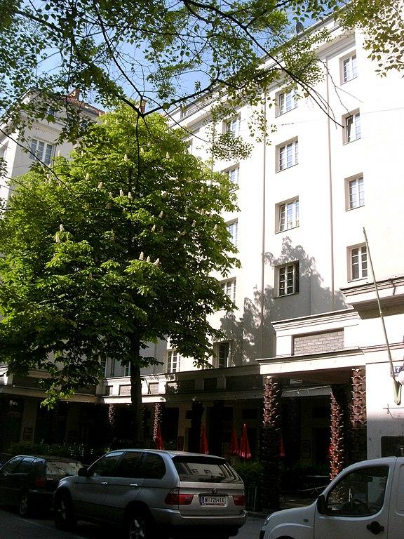 Datei:Albertgasse Ludo-Hartmann-Hof.JPG