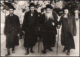 Aleksander (Hasidic dynasty) - Akeidas Yitzchok walking with his sons and student in Marienbad, 1930's.