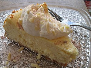Cheescake with cream