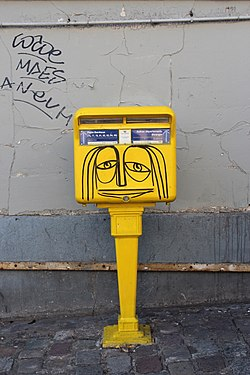 Anthropomorphic letterbox Paris 2012-02.jpg